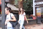 Disha Patani snapped in Bandra on 12th Sept 2016 (11)_57d6bf1ae056a.JPG