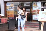 Disha Patani snapped in Bandra on 12th Sept 2016 (6)_57d6bf110e3c6.JPG