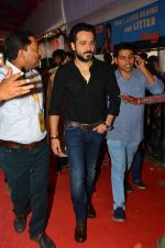 Emraan Hashmi visited Mumbai Cha Raja Ganesh Galli on 11th Sept 2016 (31)_57d64dd6bed9f.JPG
