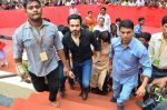 Emraan Hashmi visited Mumbai Cha Raja Ganesh Galli on 11th Sept 2016 (33)_57d64dd870b9d.JPG