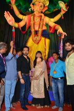 Emraan Hashmi visited Mumbai Cha Raja Ganesh Galli on 11th Sept 2016 (43)_57d64de10162d.JPG