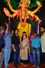 Emraan Hashmi visited Mumbai Cha Raja Ganesh Galli on 11th Sept 2016 (46)_57d64de5dbdaa.JPG