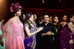 Kanika Kapoor walk for Suneet Varma_s Couture Show at DLF Emporio in Delhi on 11th Sept 2016 (99)_57d64c33d248b.JPG
