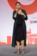 Kareena Kapoor Khan at the launch of Global Citizen India on 11th Sept 2016 (28)_57d6c33a2faf6.JPG