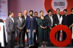 Kareena Kapoor Khan, Farhan Akhtar, Amitabh Bachchan, Aamir Khan at the launch of Global Citizen India on 11th Sept 2016 (70)_57d6c2f56ffdb.JPG