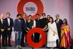 Kareena Kapoor Khan, Farhan Akhtar, Amitabh Bachchan, Aamir Khan at the launch of Global Citizen India on 11th Sept 2016 (77)_57d6c2cb030b5.JPG