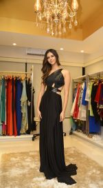Miss India Pankhuri Gidwani at Shivan N Naresh fashion preview in Primme Up Fashion store on 11th Spt 2016 (2)_57d645c40cbea.JPG
