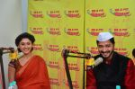 Shreyas Talpade and Manjari Fadnis at Radio Mirchi Studio for Wah Taj promotion on 11th Sept 2016 (4)_57d6b6079c178.JPG