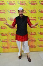 Shreyas Talpade at Radio Mirchi Studio for Wah Taj promotion on 11th Sept 2016 (4)_57d6b60a6f5f7.JPG