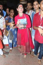 Tammanah Bhatia at Lalbaugcha Raja on 11th Sept 2016 (29)_57d64dce26e4c.JPG