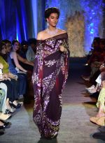 at Suneet Varma_s Couture Show at DLF Emporio in Delhi on 11th Sept 2016 (124)_57d64c3a0ba05.JPG