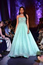 at Suneet Varma_s Couture Show at DLF Emporio in Delhi on 11th Sept 2016 (129)_57d64c3ccdd3f.JPG