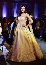 at Suneet Varma_s Couture Show at DLF Emporio in Delhi on 11th Sept 2016 (130)_57d64c3d83553.JPG