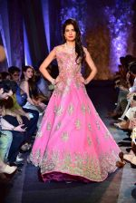at Suneet Varma_s Couture Show at DLF Emporio in Delhi on 11th Sept 2016 (132)_57d64c3f0af1a.JPG