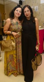 mona pandey with ajita thadani at Shivan N Naresh fashion preview in Primme Up Fashion store on 11th Spt 2016_57d64613b85f8.JPG