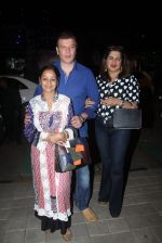 Aditya Pancholi, Zarina Wahab snapped with his family for dinner in Bandra on 12th Sept 2016 (4)_57d79c5cc5b25.JPG