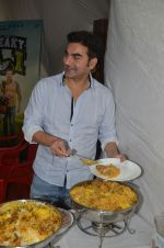 Arbaaz Khan at Sohail Khan biryani party on 13th Sept 2016 (3)_57d7ea83124fa.jpg