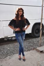 Daisy shah on location of film Ramratan on 12th Sept 2016 (15)_57d7a42197a43.JPG