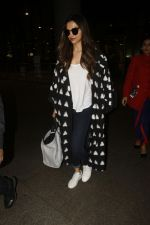 Deepika Padukone snapped at airport on 12th Sept 2016 (1)_57d7678dd2093.JPG