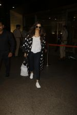 Deepika Padukone snapped at airport on 12th Sept 2016 (2)_57d7678f16e69.JPG