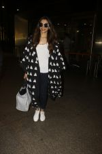 Deepika Padukone snapped at airport on 12th Sept 2016 (3)_57d7679040069.JPG