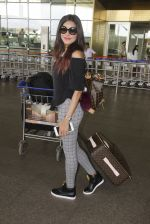 Gizele Thakral snapped at airport on 12th Sept 2016 (13)_57d76c733a503.JPG