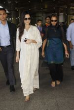 Katrina Kaif snapped at airport on 12th Sept 2016 (22)_57d76c93a2b21.JPG