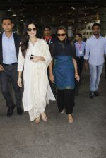 Katrina Kaif snapped at airport on 12th Sept 2016 (23)_57d76c9452b0a.JPG