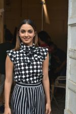 Kiara Advani at the promotion of M S Dhoni on 13th Sept 2016 (3)_57d7ebd2b6e12.jpg