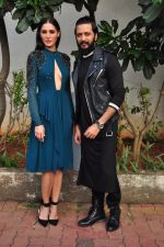 Ritesh Deshmukh and Nargis Fakhri on the sets of Dance Plus on 12th Sept 2016 (20)_57d79f9f100b8.JPG