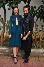 Ritesh Deshmukh and Nargis Fakhri on the sets of Dance Plus on 12th Sept 2016 (24)_57d79fa21f850.JPG