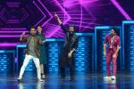 Ritesh Deshmukh and Nargis Fakhri on the sets of Dance Plus on 12th Sept 2016 (88)_57d79fa99a9ef.JPG