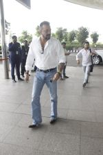 Sanjay Dutt snapped at airport on 12th Sept 2016 (9)_57d76ca04202e.JPG