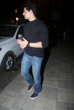 Sooraj Pancholi snapped with his family for dinner in Bandra on 12th Sept 2016 (2)_57d79c48ae716.JPG