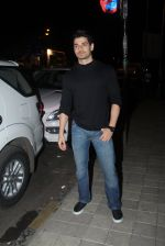 Sooraj Pancholi snapped with his family for dinner in Bandra on 12th Sept 2016 (4)_57d79c4bc85be.JPG