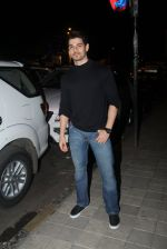 Sooraj Pancholi snapped with his family for dinner in Bandra on 12th Sept 2016 (7)_57d79c4f240c7.JPG