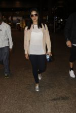 Sunny Leone snapped at airport on 12th Sept 2016 (32)_57d76cb6cb815.JPG
