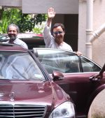 Vidhu Vinod Chopra at Imran Khan_s home for celebrating Bakrid on 13th Sept 2016 (21)_57d7eb614d50a.JPG