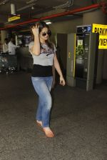 Zarine Khan snapped at airport on 12th Sept 2016 (19)_57d76cc3dcfd0.JPG
