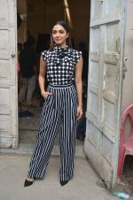 Kiara Advani snapped promoting M.S. Dhoni - The Untold Story on 13th Sept 2016 (122)_57d8f9f8107b9.JPG