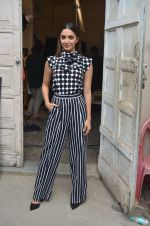 Kiara Advani snapped promoting M.S. Dhoni - The Untold Story on 13th Sept 2016 (123)_57d8f9f932464.JPG