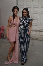 Kiara Advani, Disha Patani snapped promoting M.S. Dhoni - The Untold Story on 13th Sept 2016 (115)_57d8f997000be.JPG