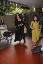 Sania Mirza snapped at airport on 13th Sept 2016 (13)_57d8f5364774f.JPG