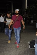 Randeep Hooda snapped at airport on 14th Sept 2016 (6)_57da41144b3dd.JPG