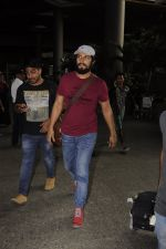 Randeep Hooda snapped at airport on 14th Sept 2016 (7)_57da41155807e.JPG