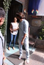 Riteish Deshmukh snapped with wife Genelia on 14th Sept 2016 (3)_57da40f9158ab.JPG
