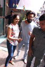 Riteish Deshmukh snapped with wife Genelia on 14th Sept 2016 (6)_57da40fa28476.JPG