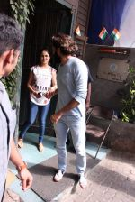 Riteish Deshmukh snapped with wife Genelia on 14th Sept 2016 (2)_57da411eb2bbc.JPG