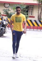 Upen Patel snapped leaving his gym on 14th Sept 2016 (3)_57da4064dac00.JPG