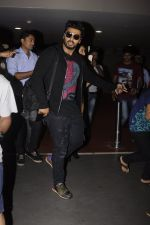 Arjun Kapoor return from NY on 15th Sept 2016 (3)_57db8ed40f98d.JPG